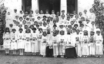 Czernikowouczestnicy I komunii sw. w latach 30-tch XX w. foto z Archiwum SP w Czernikowie.jpg